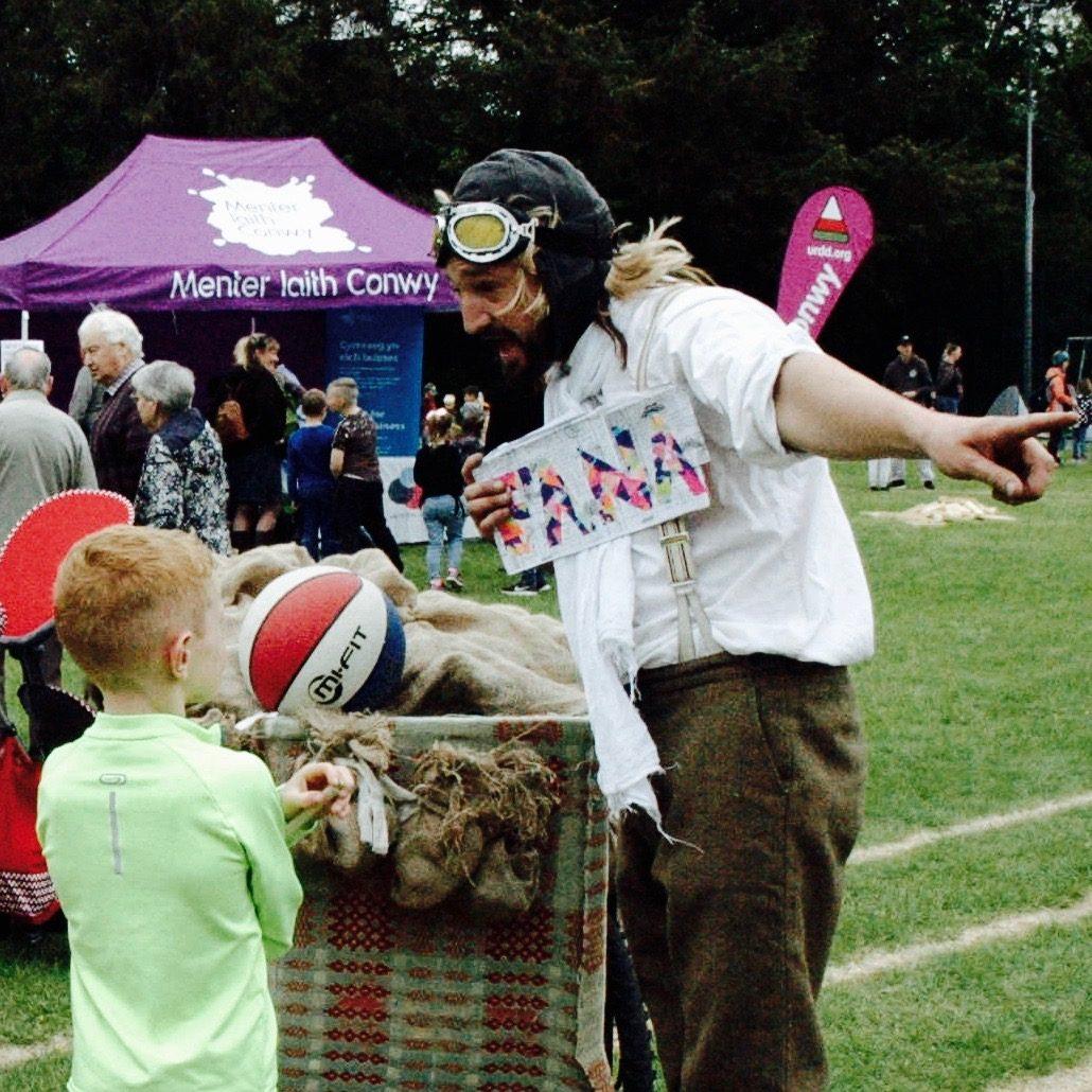 Y Chwilotwyr at the Llanrwst Eisteddfod